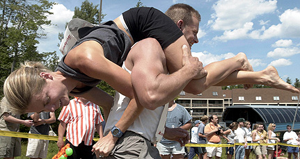 369a4-wifecarrying_431209