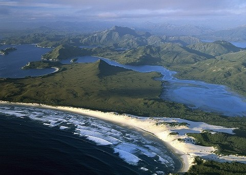 Australia_Nature_1920x1440_HD_Wallpapers_Pack_2-16.jpg_Port_Davey_Stephens_Bay_Hannant_Inlet_and_Mount_Rugby_Tasmania_Australia