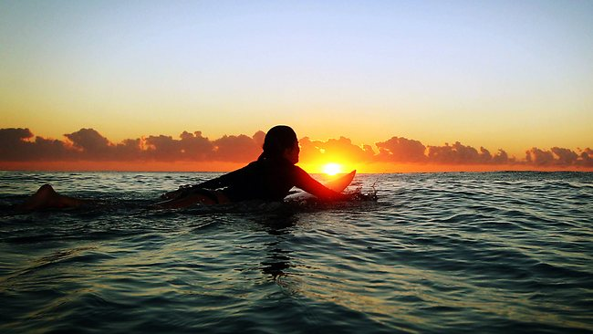 830276-early-morning-flat-surf