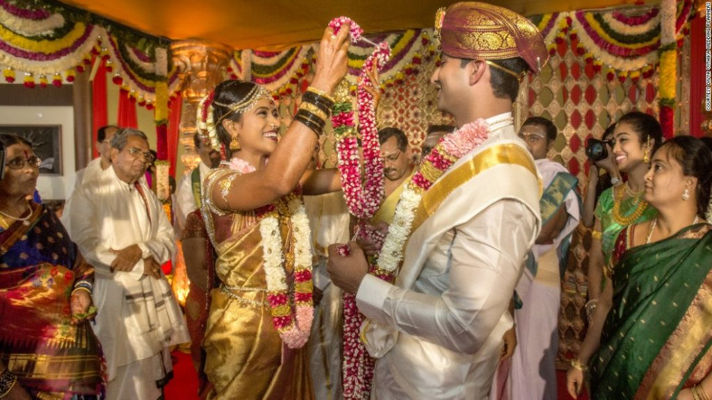 150803162423-indian-wedding-gold-garland-super-169