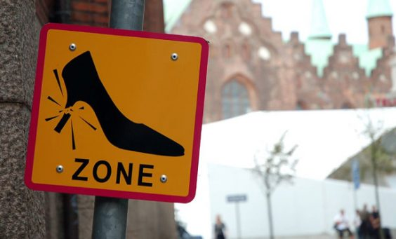 54eab93abd5eb_-_01-danish-street-wacky-road-signs-1