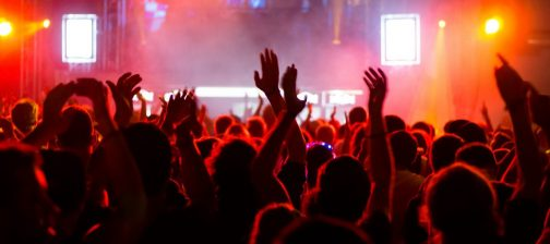 concert-crowd-at-live-music-festival-m-1132x670