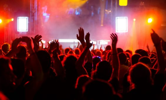 concert-crowd-at-live-music-festival-m-1132x670