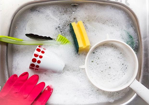kitchen_washing_up_in_sink
