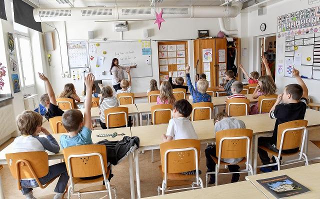 STOCKHOLM 20170815 Elever och lärare i klassrum, årskurs 1 Foto: Jonas Ekströmer / TT / kod 10030